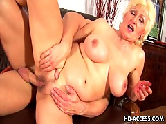 Older blonde Janka gets fisted and screwed