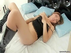 Oriental amateur with shaved snatch in solo show