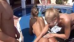 Lucky lover gets his dick sucked by the pool