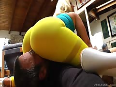 Hardcore scene with a crazy and busty blondie milf whose name is Dee Siren